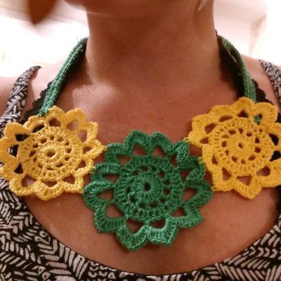 collier fleurs crochet Créer C Vivre