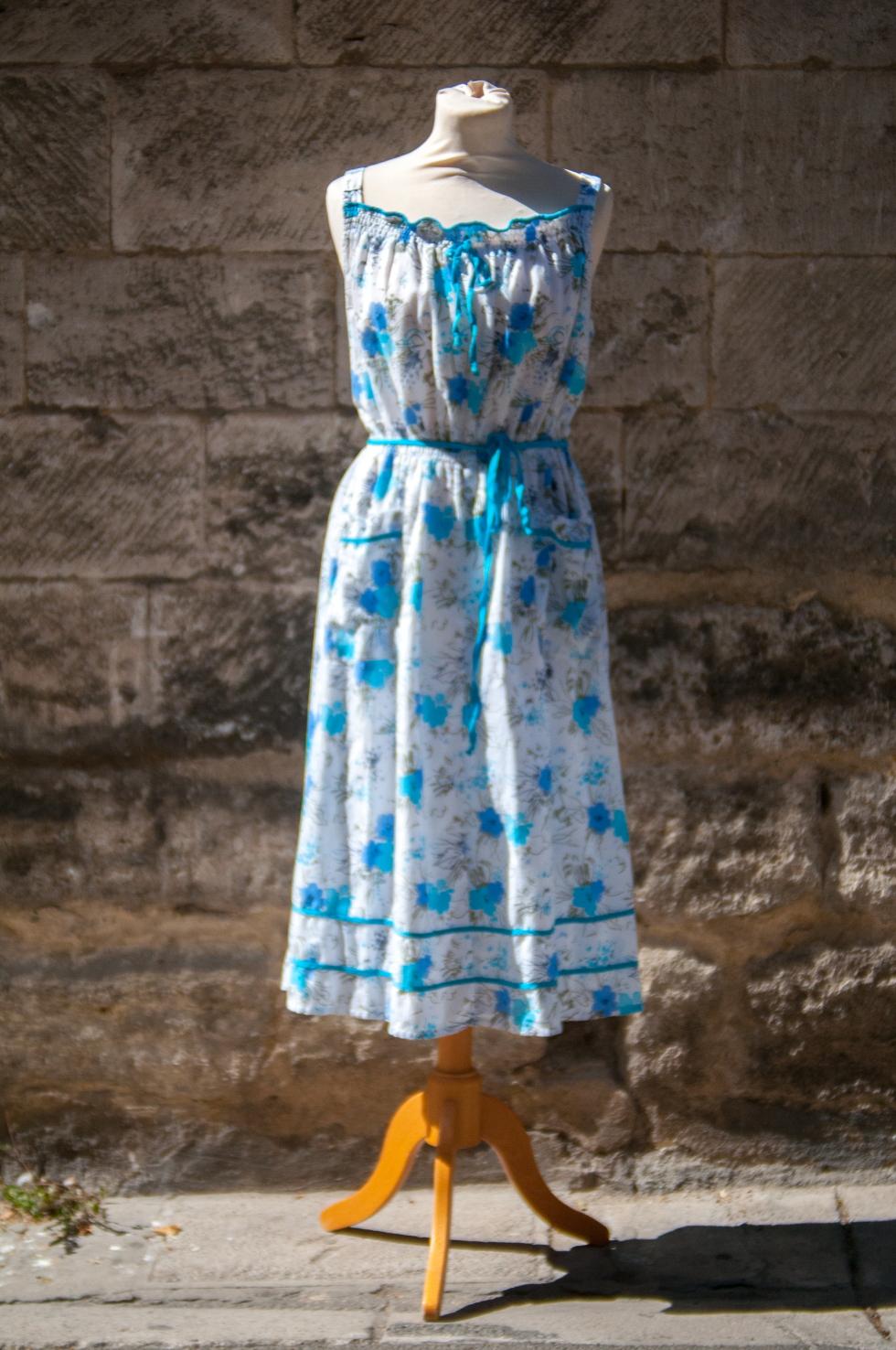 robe vintage blanche bleue